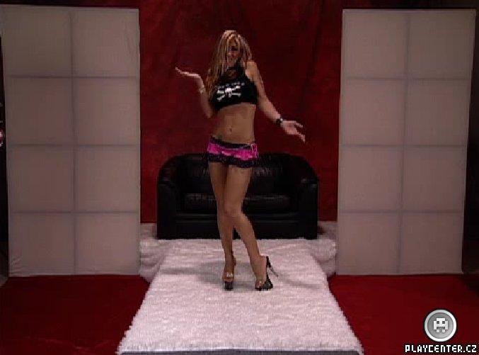 Virtuální striptérka, která udělá vše, co jí řeknete :-)